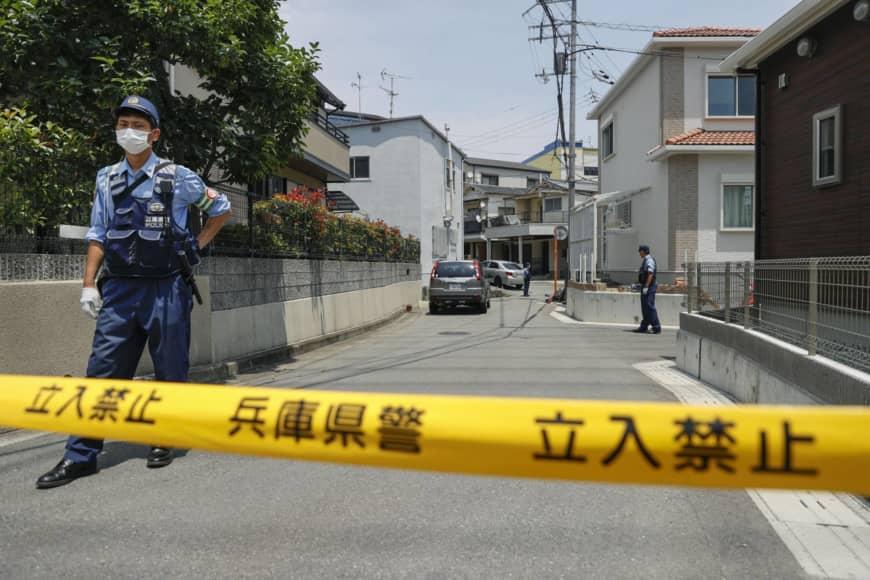 الشرطة تطوق المنزل حيث وقعت الجريمة