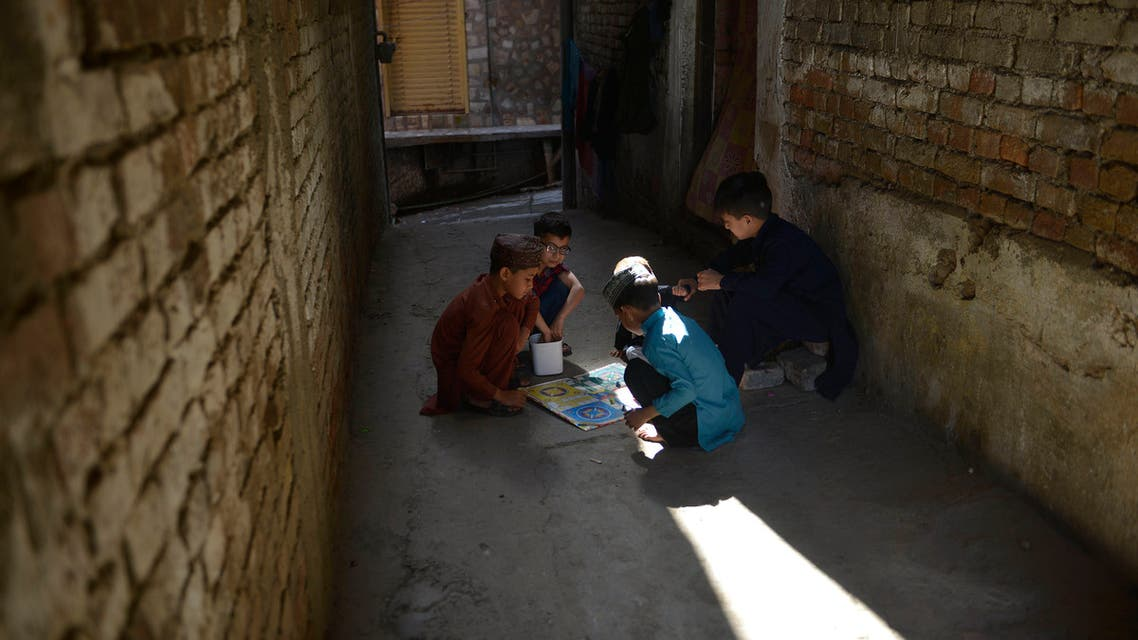 Children play Ludo game on a street during a government-imposed nationwide lockdown as a preventive measure against the COVID-19 coronavirus, in Rawalpindi on May 5, 2020. (File photo: AFP)