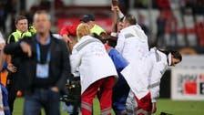 حبس طبيبة رومانية لإهمال لاعب كاميروني توفي في الملعب