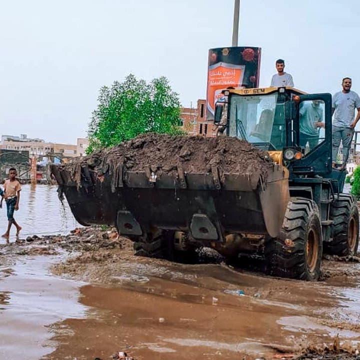 """""""إعمار اليمن"""" يسخّر الجهود لإصلاح أضرار السيول في عدن"""
