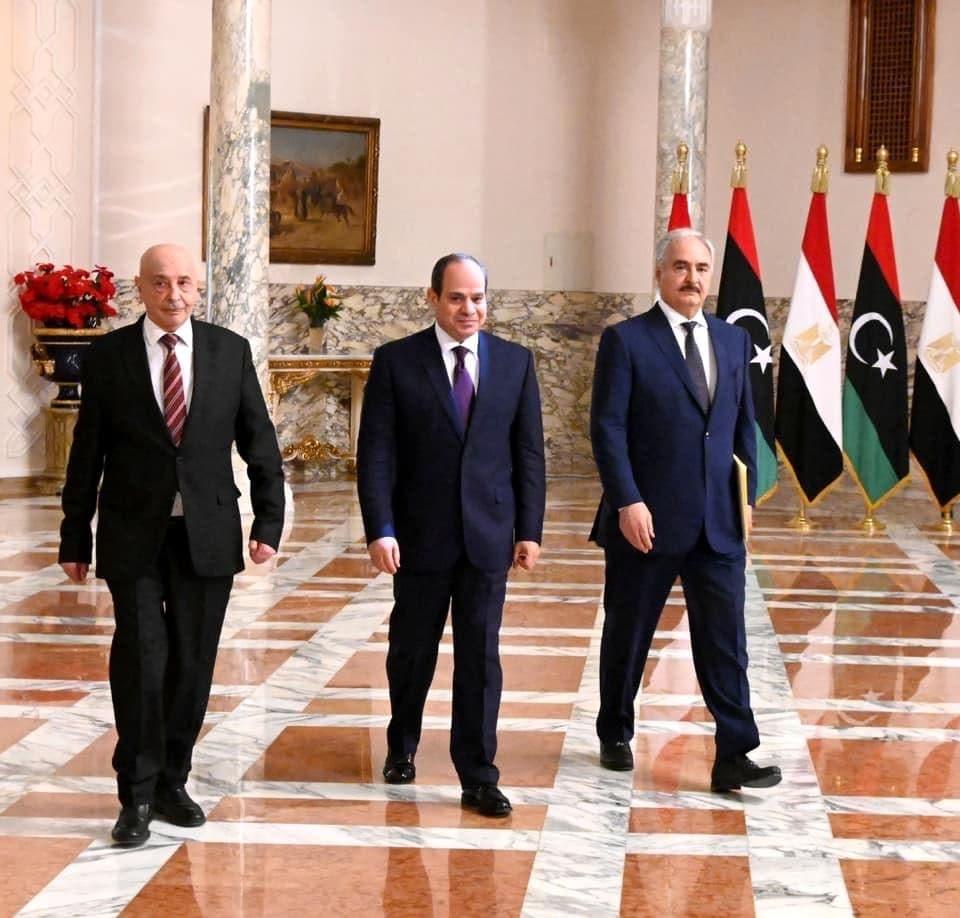 الرئيس المصري عبد الفتاح السيسي ورئيس البرلمان الليبي عقيلة صالح،وقائد الجيش خليفةحفتر (أرشيفية)