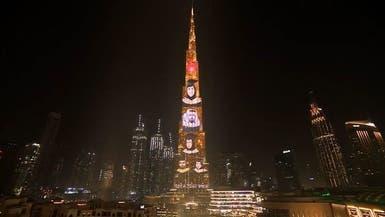برج خليفة يضيء بصور خريجي الجامعة الكندية في دبي