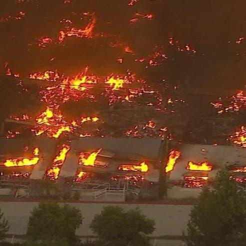 شاهد.. حريق هائل يلتهم مستودعات أمازون في كاليفورنيا