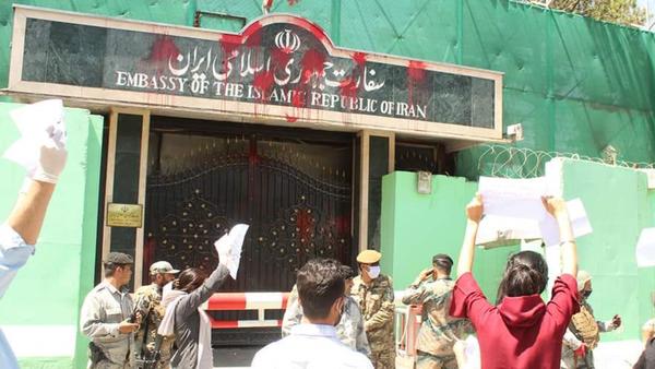 """شرارة الغضب تصل قلب أفغانستان.. """"أغلقوا سفارة إيران"""""""