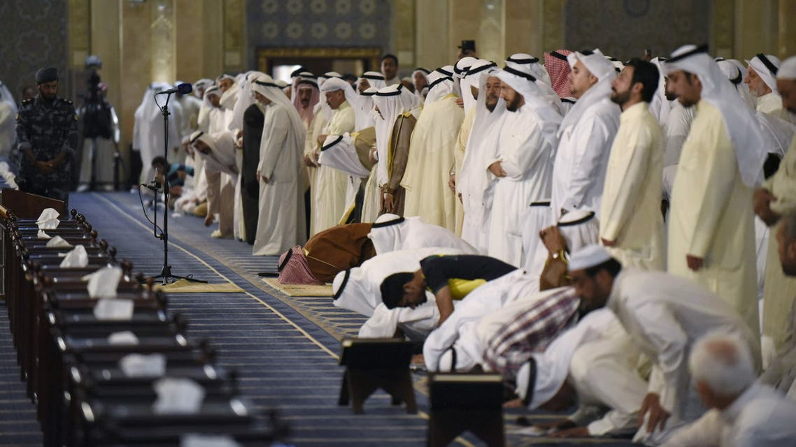 Emir Sheikh Sabah al Ahmed al Sabah, pray at the Grand Mosque of Kuwait, in Kuwait City, July 3, 2015. (File photo, Reuters)