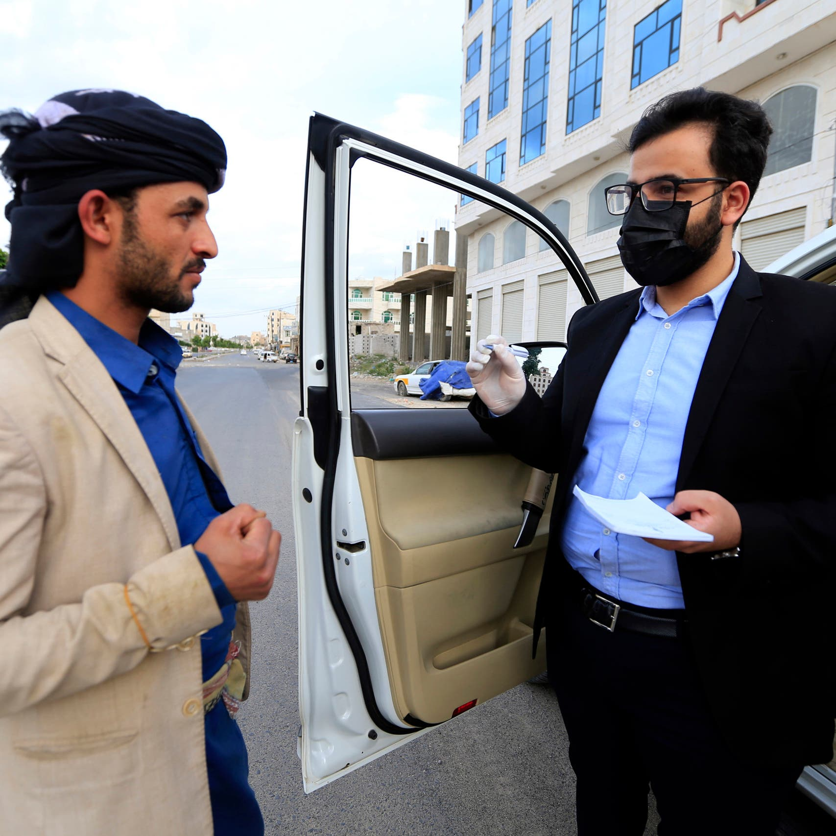 Yemeni doctor uses car for medical consultations amid coronavirus