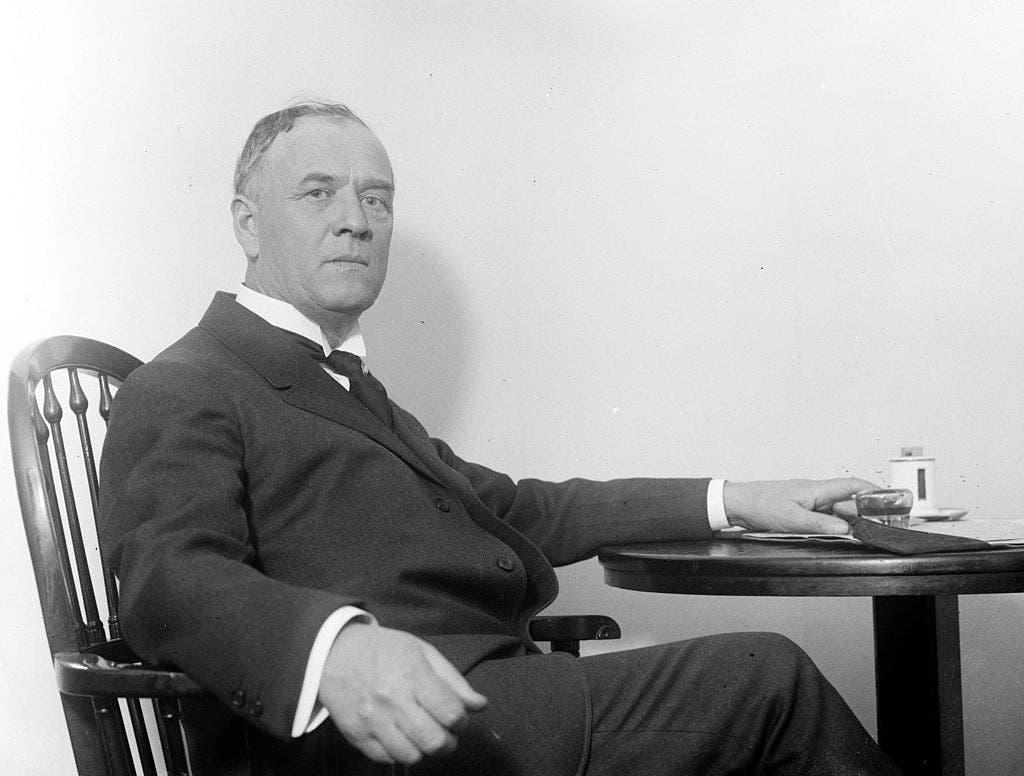 صورة لجيمس روبرتسون حاكم ولاية أوكلاهوما