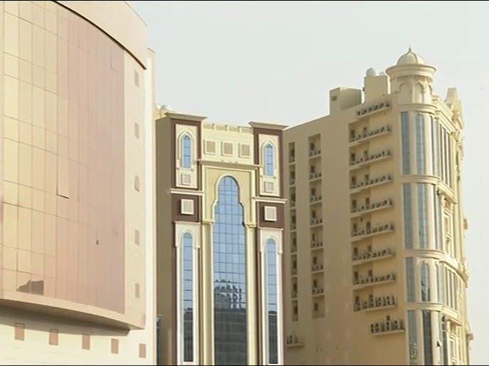 نشرة الرابعة | عودة جزئية للحياة في فنادق مكة
