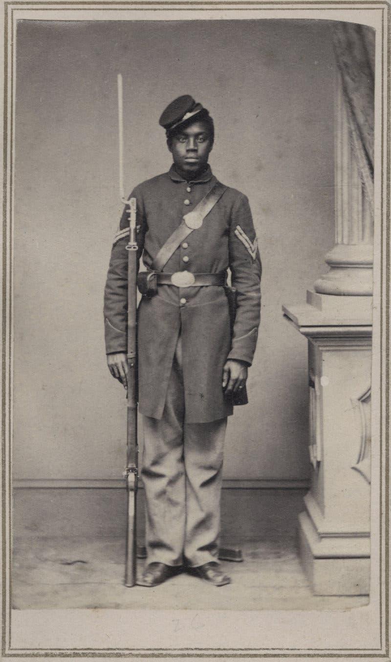 صورة لأحد الجنود من ذوي الاصول الأفريقية شارك لجانب قوات الإتحاد بالحرب الأهلية