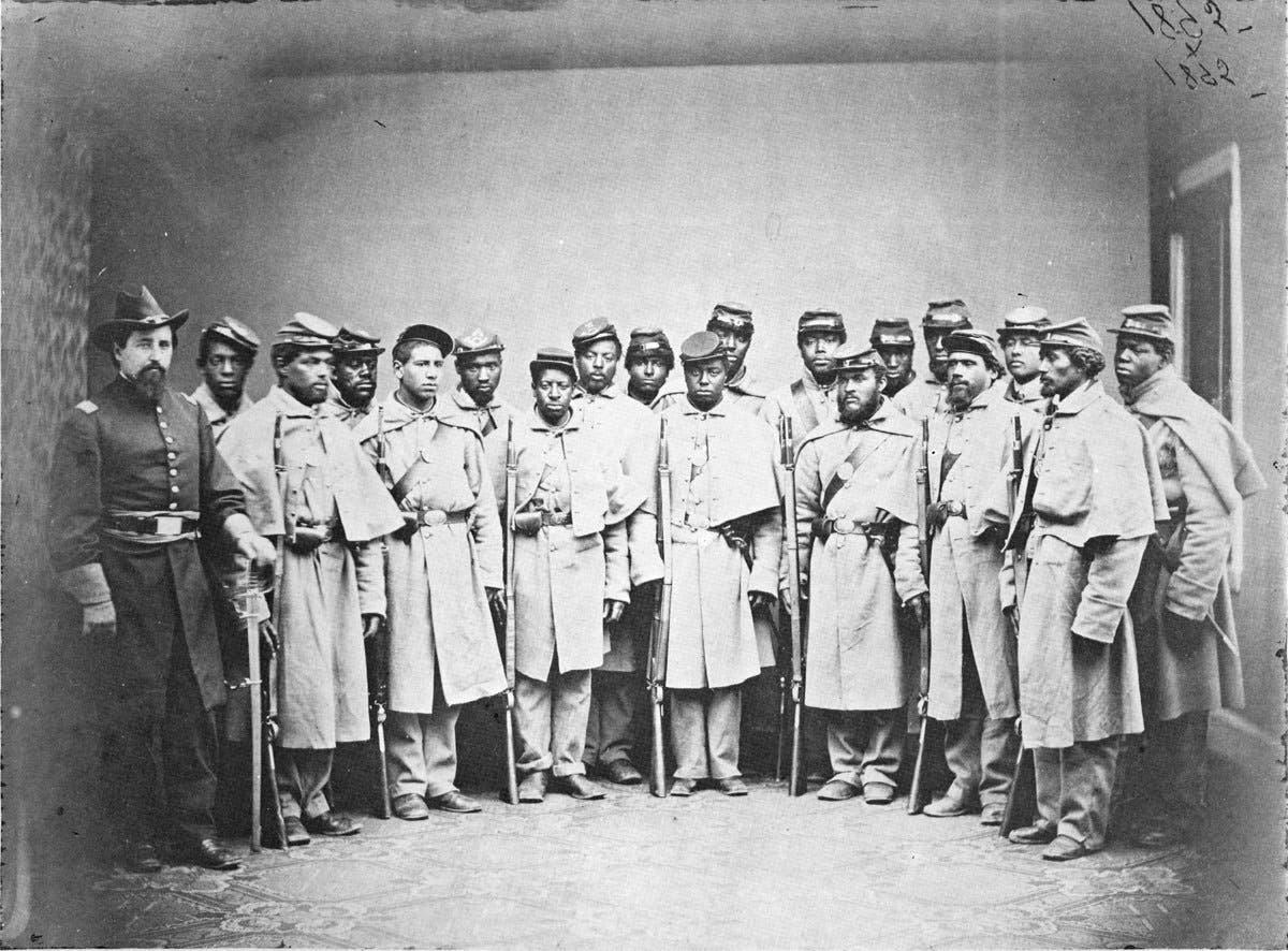 صورة لعدد من الجنود السود الذين شاركوا لجانب قوات الإتحاد بالحرب الأهلية