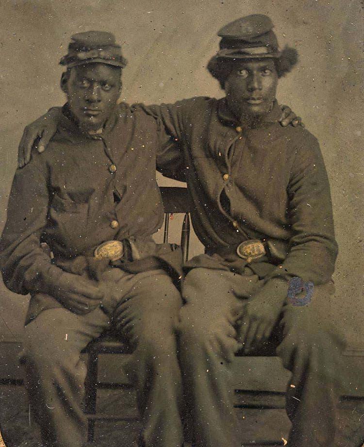 صورة لجنديين من السود شاركا لجانب قوات الإتحاد بالحرب الأهلية