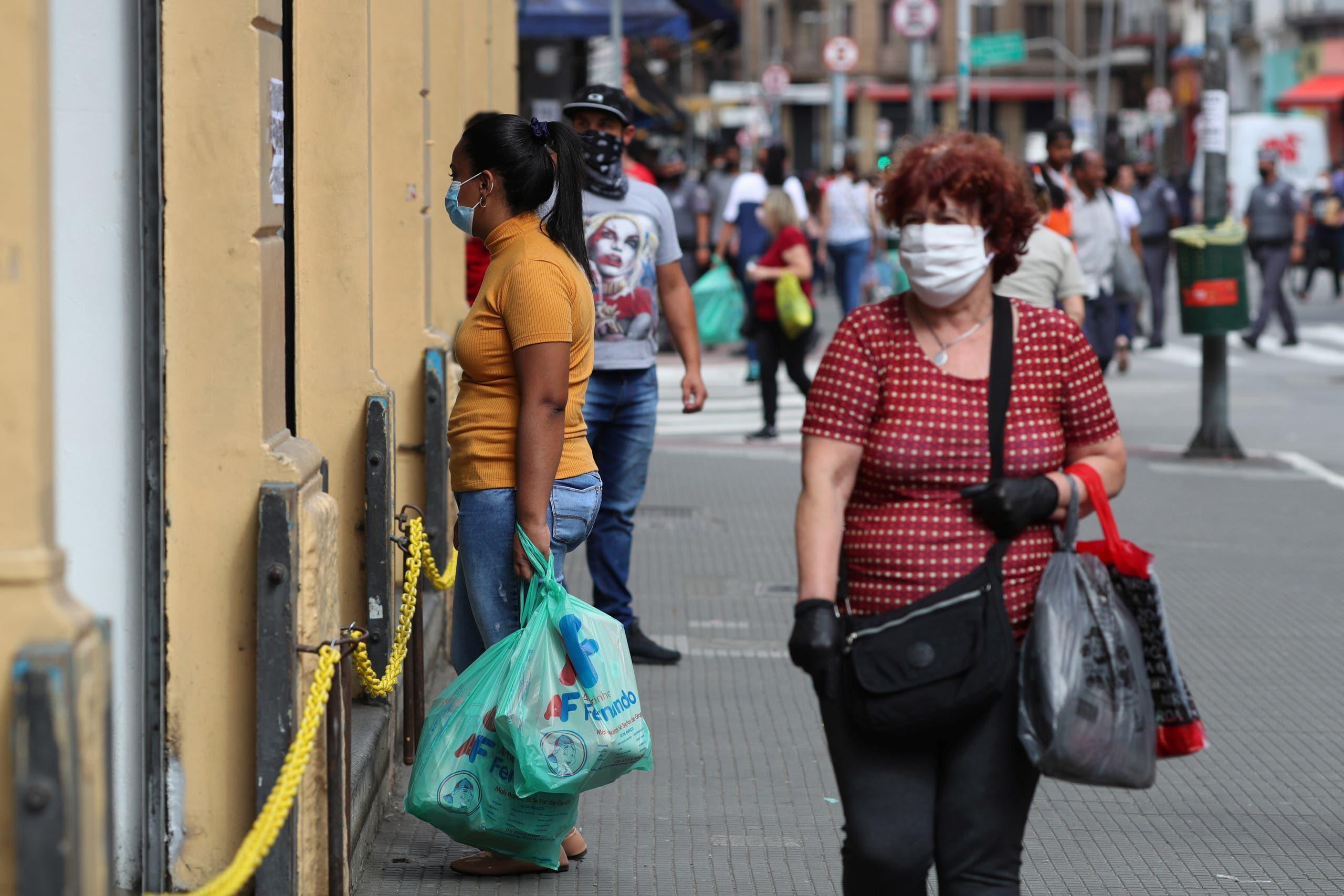 من حي تجاري في ساو باولو يوم 10 يونيو