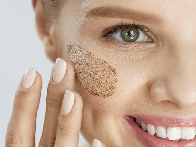 8 مكونات يمنع أطباء الجلد استعمالها على البشرة في الصيف