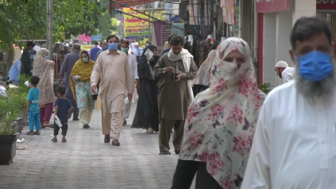 الحكومة الباكستانية تدافع عن سياستها في التعاطي مع كورونا