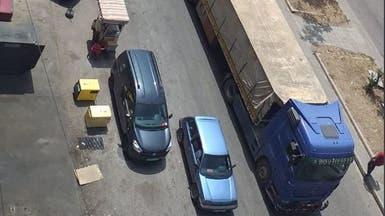 لبنانيون يمنعون شاحنات سورية من العبور.. والجيش يتدخل