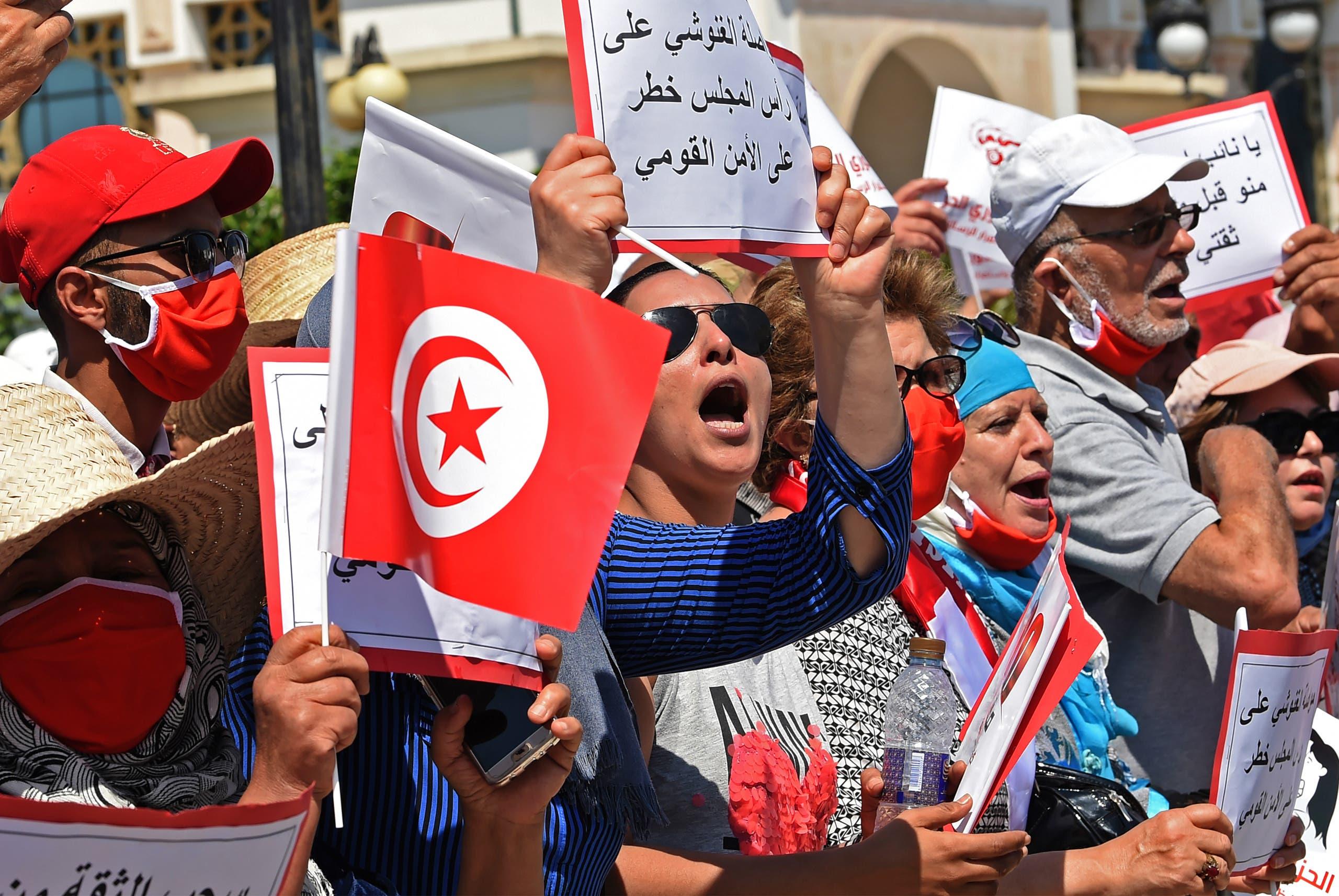 مظاهرة مناهضة للغنوشي أمام البرلمان التونسي في يونيو الماضي