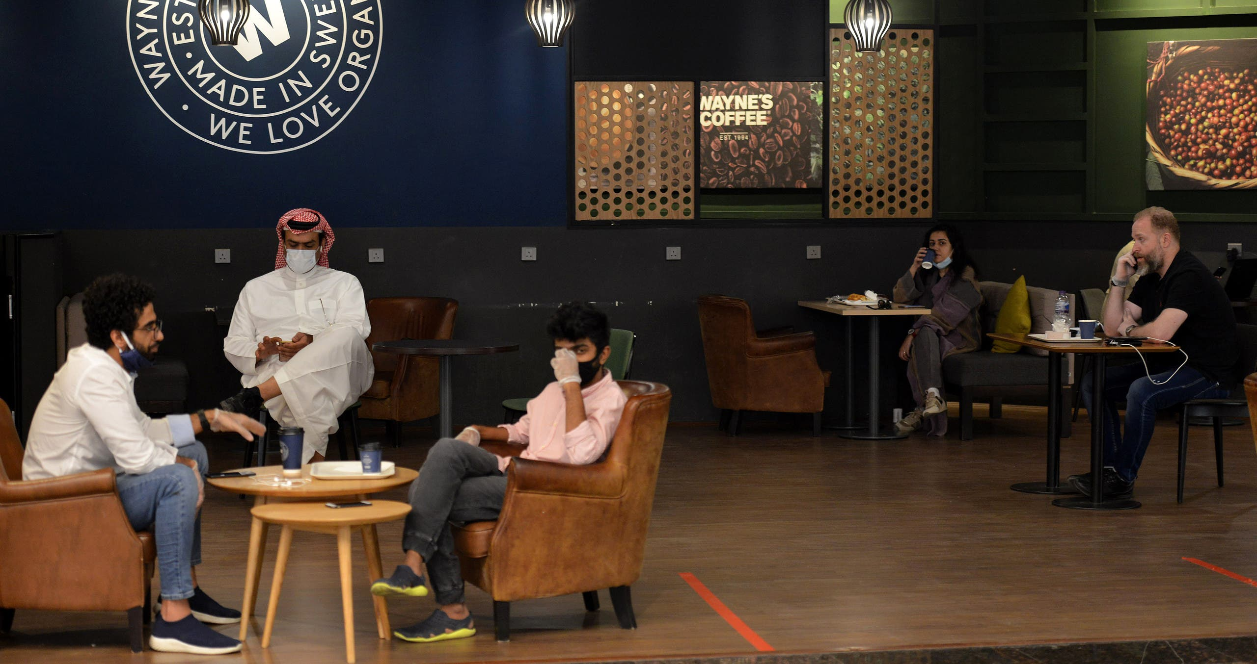 Saudi Arabians at a cafe in the mall in Riyadh, June 4, 2020. (AFP)