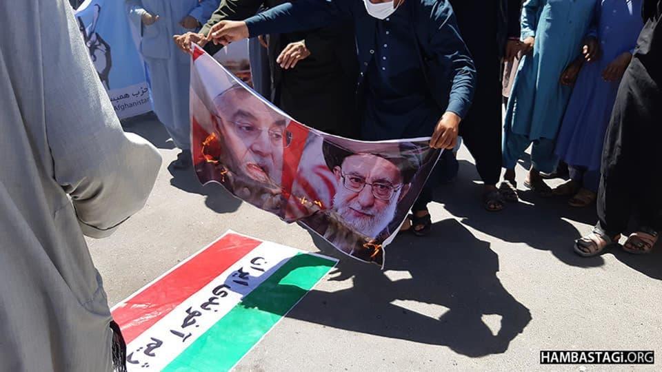 إحراق صور المسؤولين الإيرانيين