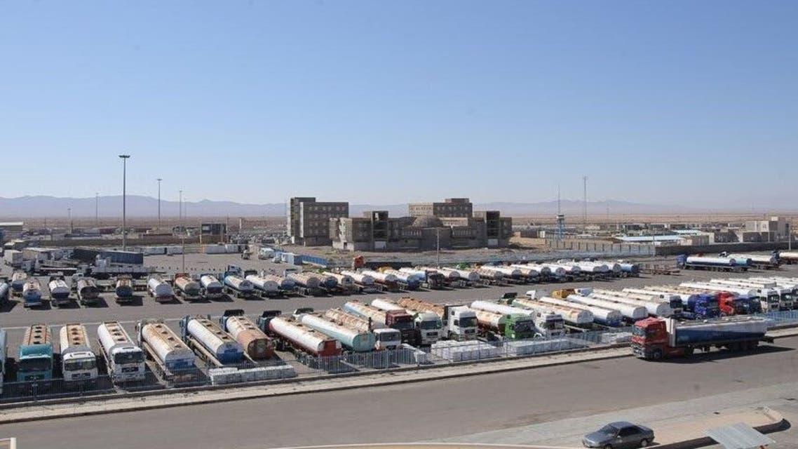 یک هزار کامیون حامل بار در مرز ایران منتظر ورود به افغانستان مانده اند
