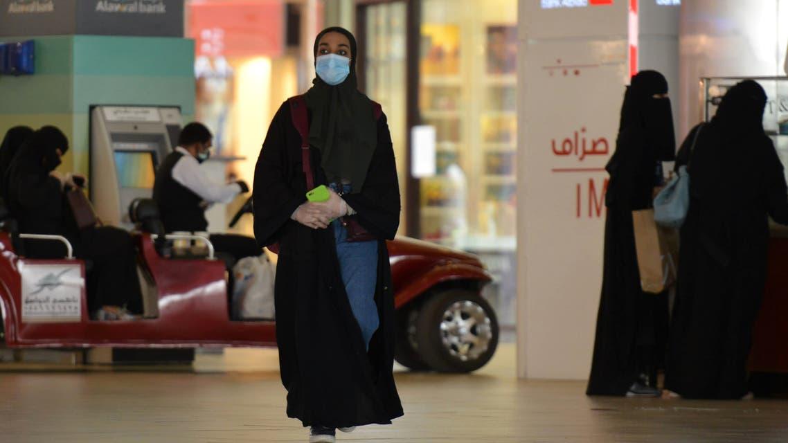 Saudi Arabian woman at the mall in Riyadh, June 4, 2020. (AFP)