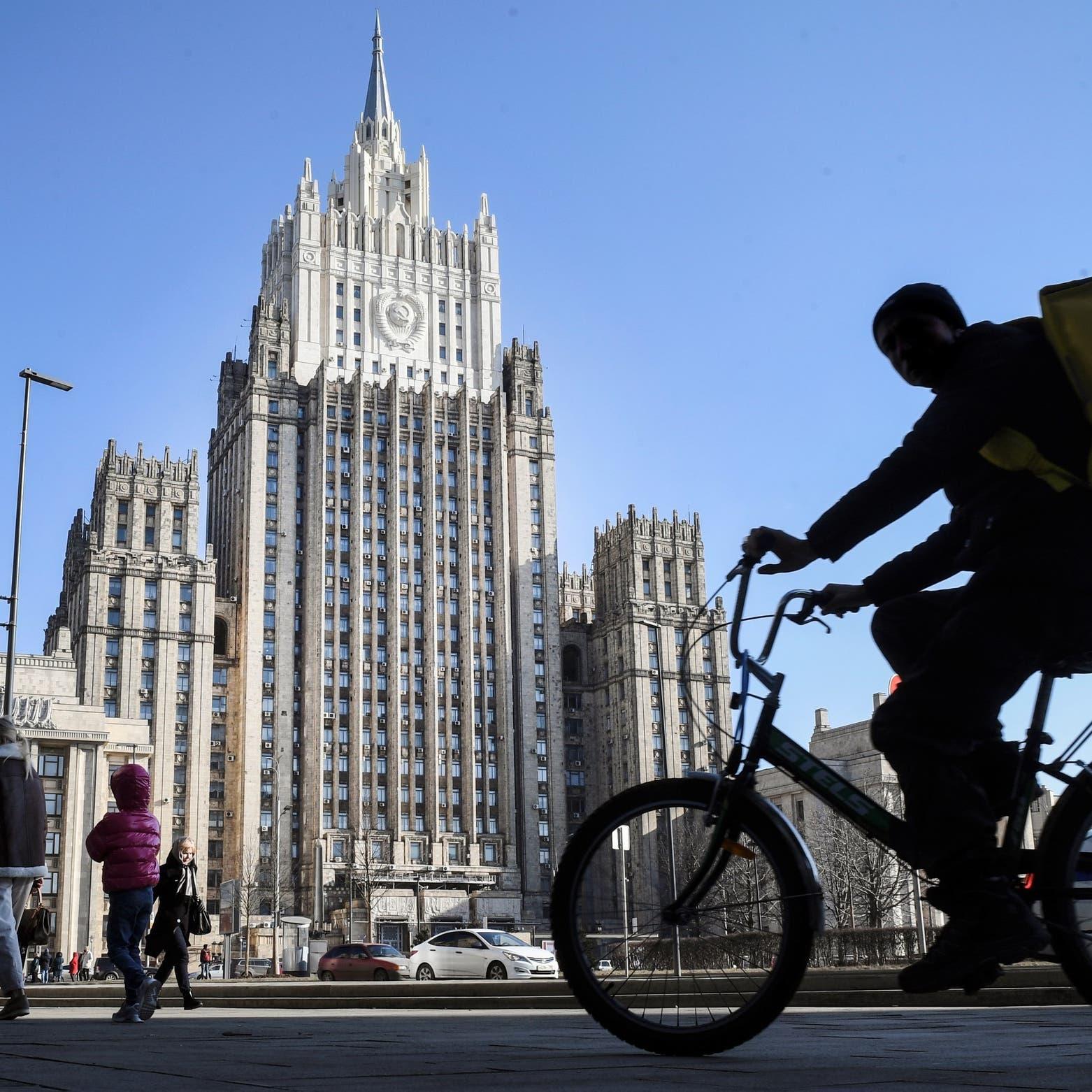 روسيا تطرد دبلوماسيين تشيكيين وسط توتر حول التاريخ
