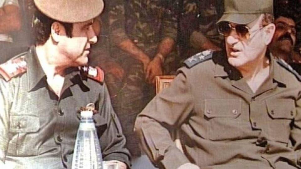 رفعت الأسد إلى يمين حافظ الأسد