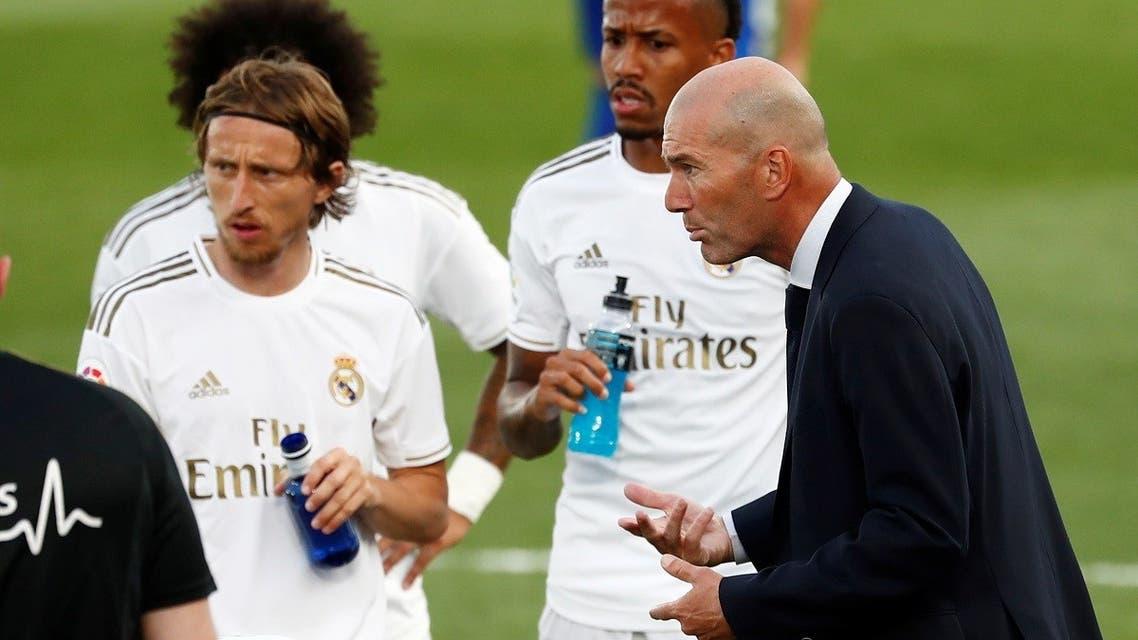 Real Madrid's Luka Modric with coach Zinedine Zidane during drinks break, as play resumes behind closed doors following the outbreak of the coronavirus disease (COVID-19). (Reuters)