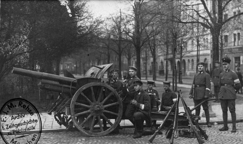 صورة لعدد من قوات الفرايكوربس ببرلين