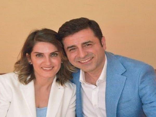 عضو بحزب أردوغان.. يتحرش بزوجة معتقل سياسي معارض