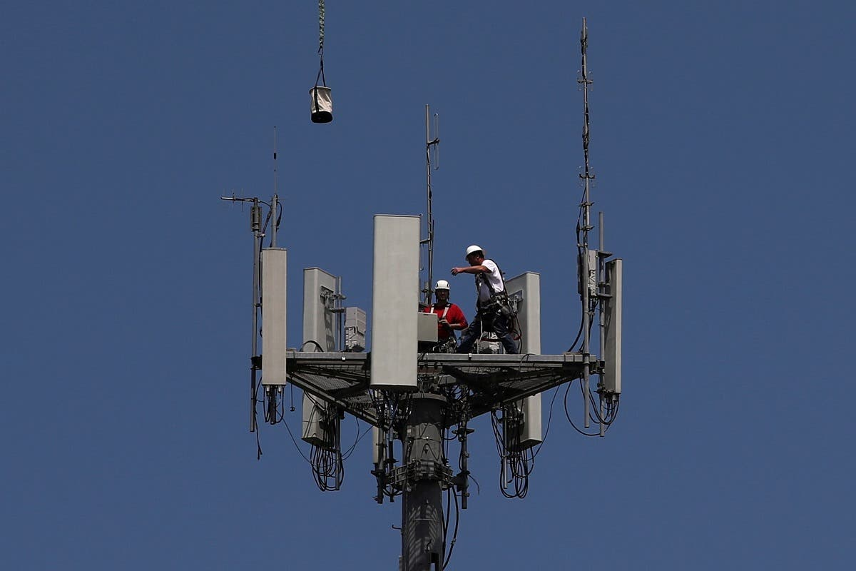 Workers install 5G telecommunications equipment on a T-Mobile tower in Seabrook, Texas, US. (File photo: Reuters)