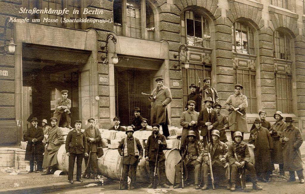 جانب من المتمردين ببرلين مطلع العام 1919