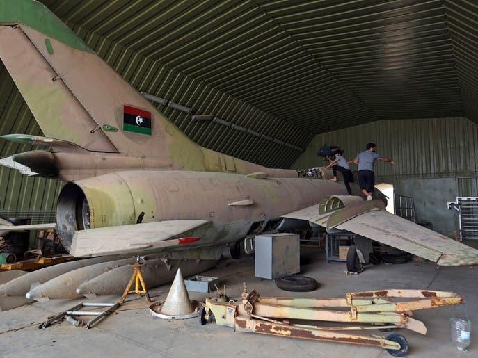 مخابرات تركيا في قاعدة ليبية.. تساؤلات تلف زيارة غامضة