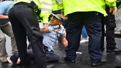 فيديو لمتظاهر كردي يرمي بنفسه أمام سيارة بوريس جونسون