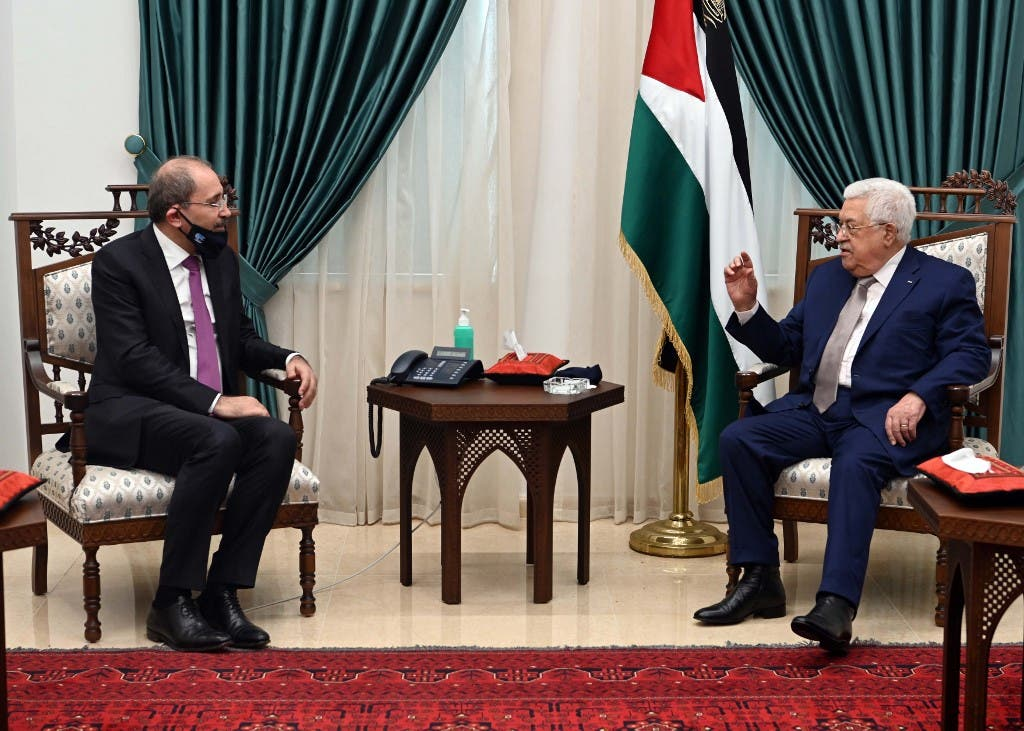 Palestinian president Mahmud Abbas (R) meeting with Jordan's Foreign Minister Ayman Safadi (L), clad in mask due to the COVID-19 coronavirus pandemic, in the West Bank city of Ramallah. (AFP)