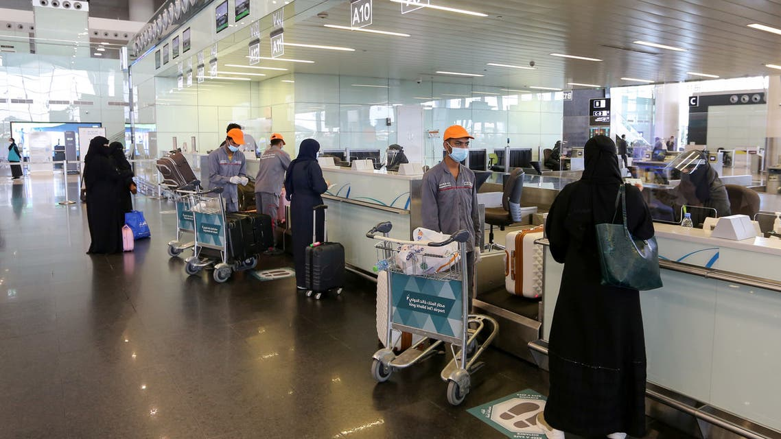 Passengers talk to airline employees at Riyadh International Airport, after Saudi Arabia reopened domestic flights, following the outbreak of the coronavirus disease (COVID-19), in Riyadh, Saudi Arabia May 31, 2020. (Reuters)