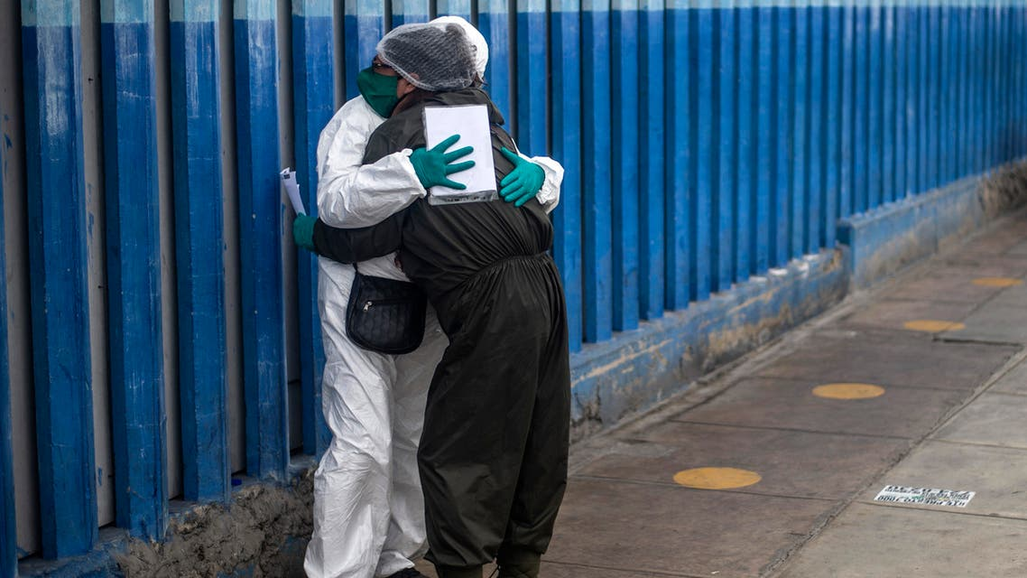 A woman mourns the dead of her husband victim of the new coronavirus, COVID-19, outside the emergency area at Alberto Sabogal Hospital in Lima, on May 27, 2020. Peruvian Health Minister insisted on Wednesday, that Peru has entered a plateau in the curve that registers the expansion of new coronavirus infections, a day after the Pan American Health Organisation (PAHO) warned that COVID-19 transmission is accelerating in this country as in Brazil and Chile.