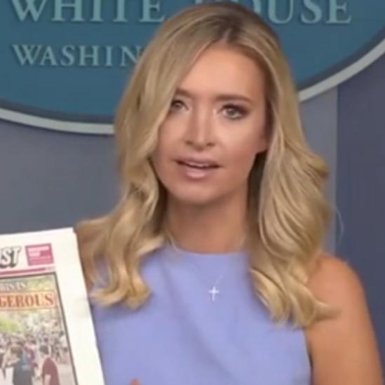 """شاهد اشتباكاً بين متحدثة البيت الأبيض ومراسل """"سي إن إن"""""""