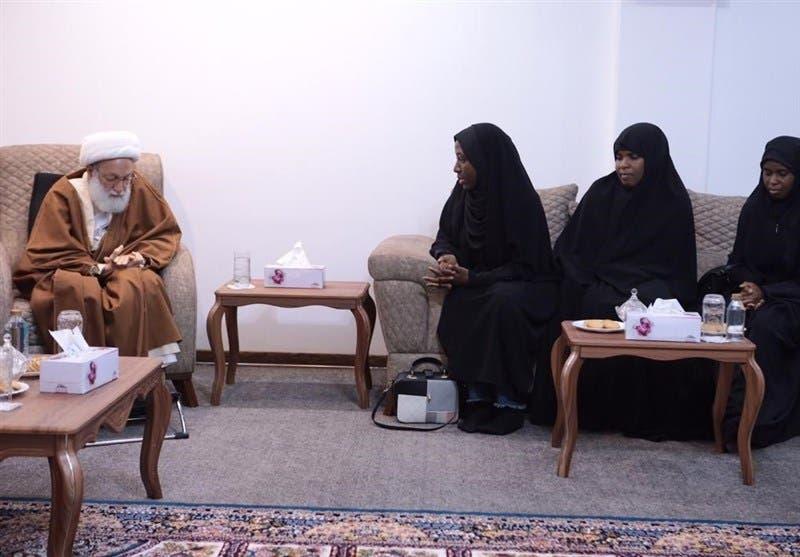 لقاء بنات زكزاكي برجل الدين البحريني الموالي لإيران عيسى قاسم