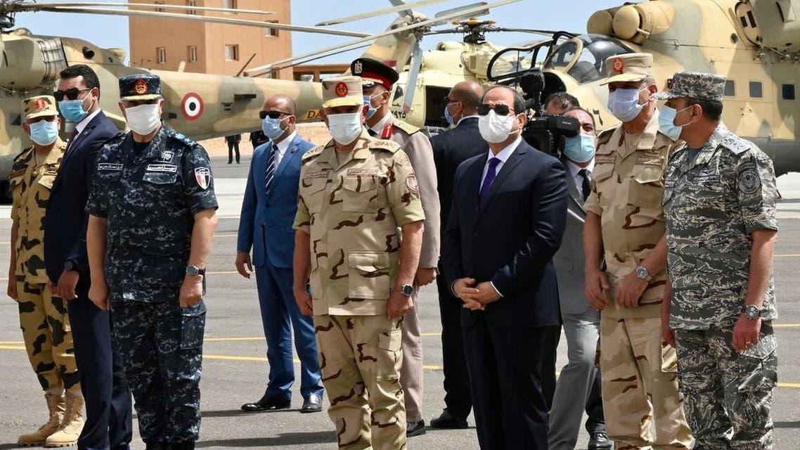 السيسي يتفقد قوات الجيش