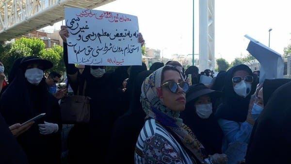 """""""لن نغادر"""" .. معلمون ينتفضون أمام برلمان إيران"""