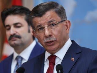 داود أوغلو لأردوغان: توقفعن دعم أقاربك!