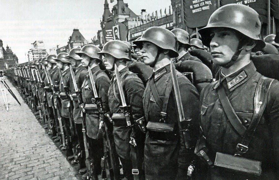 جانب من قوات المشاة السوفيتية في حدود عام 1936