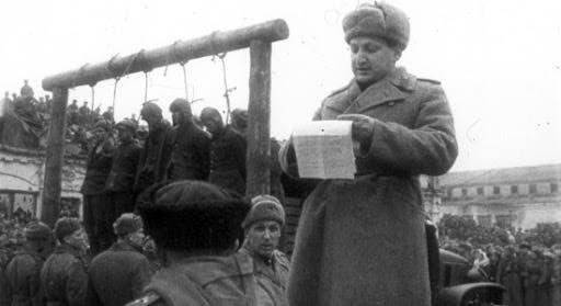 صورة لجانب من الإعدامات بالجيش السوفيتي