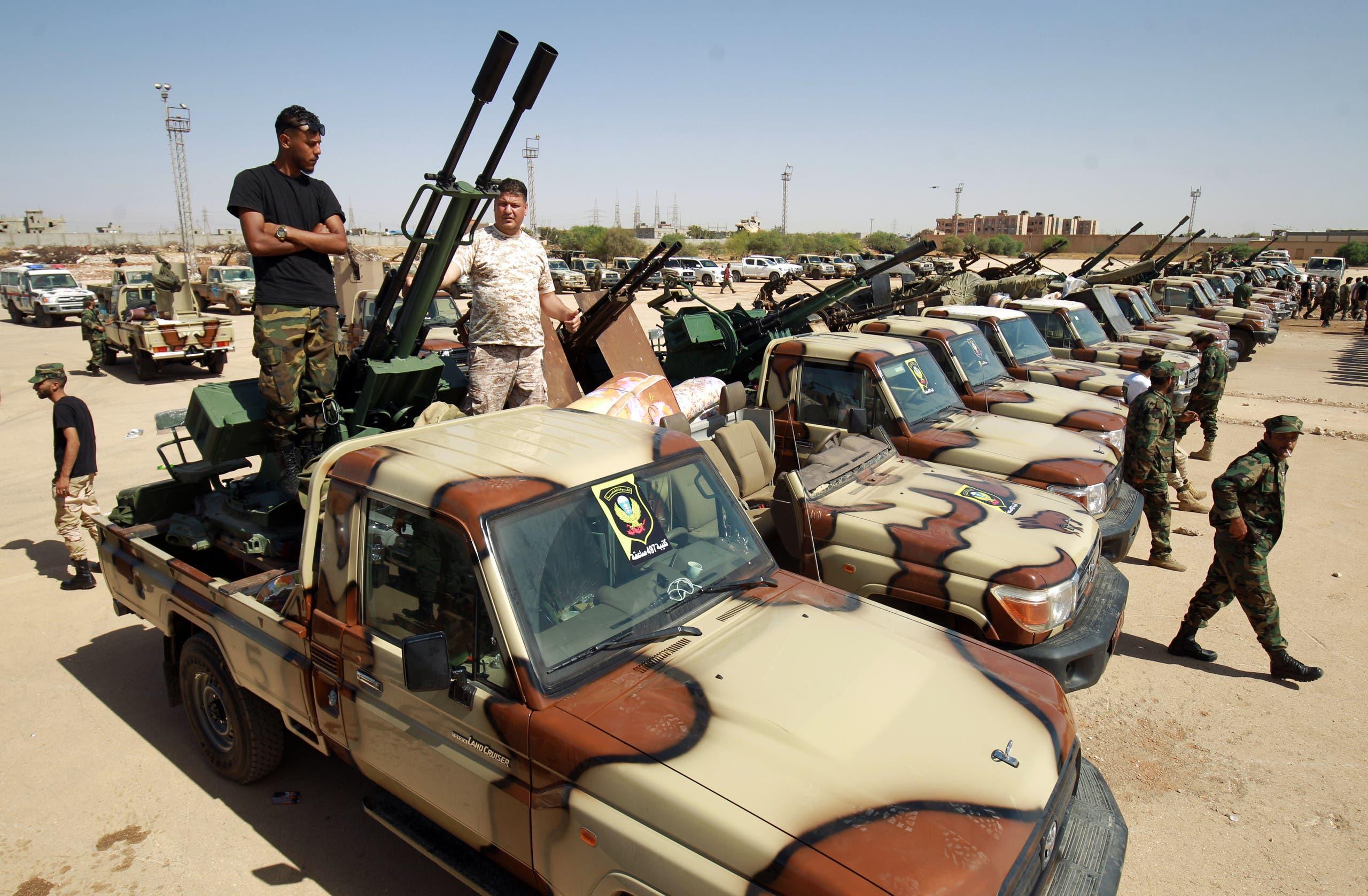 جنود من الجيش الوطني الليبي يستعدون للانطلاق من بنغازي إلى سرت للدفاع عنها