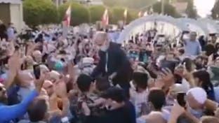 فيديو صادم.. وزير صحة لبنان يكافح كورونا برقصة جماهيرية