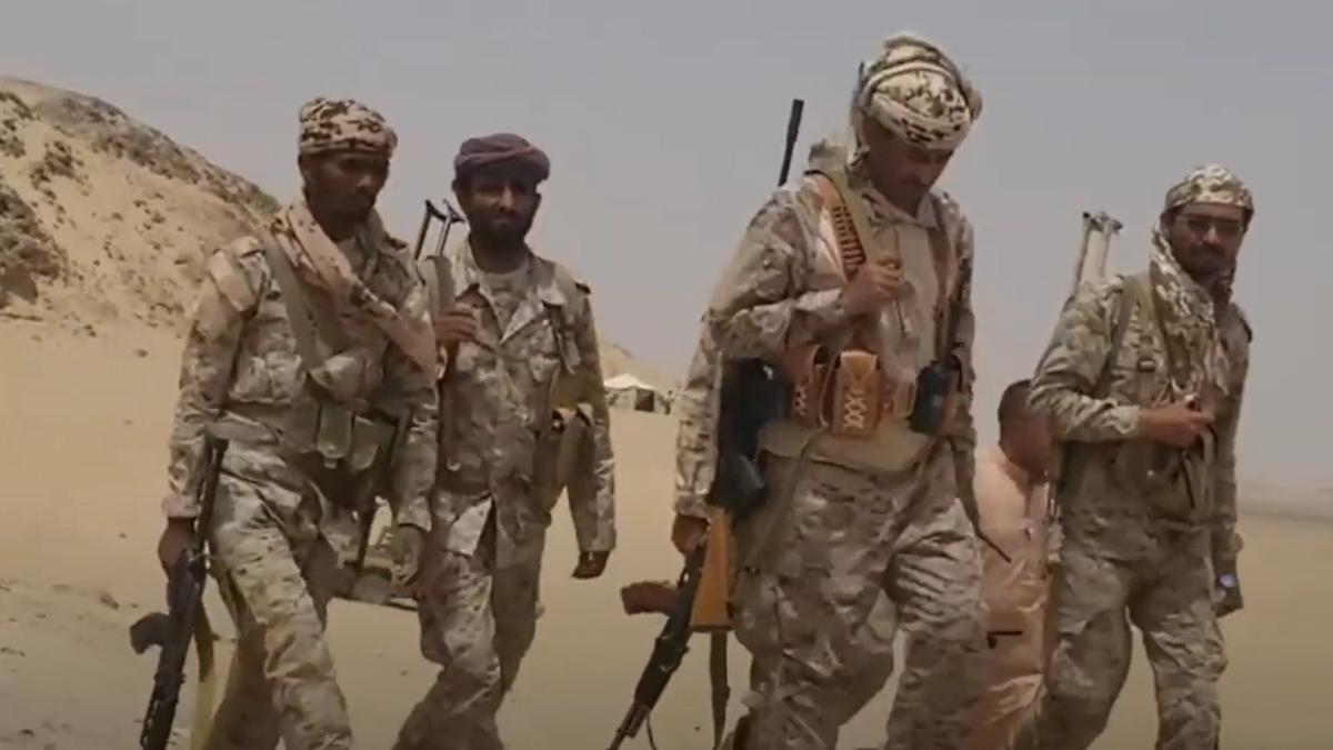 الجيش اليمني يستهدف اجتماعاً لقيادات حوثية بينهم عناصر إيرانية