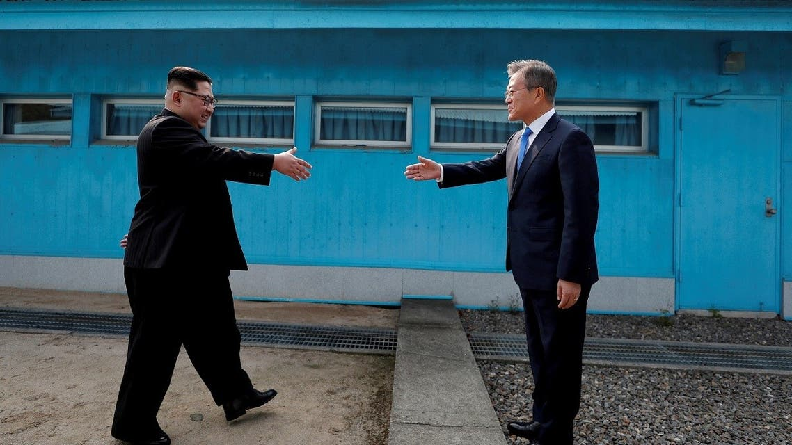 South Korean President Moon Jae-in and North Korean leader Kim Jong Un shake hands at the truce village of Panmunjom inside the demilitarized zone separating the two Koreas, South Korea, April 27, 2018. (Reuters)