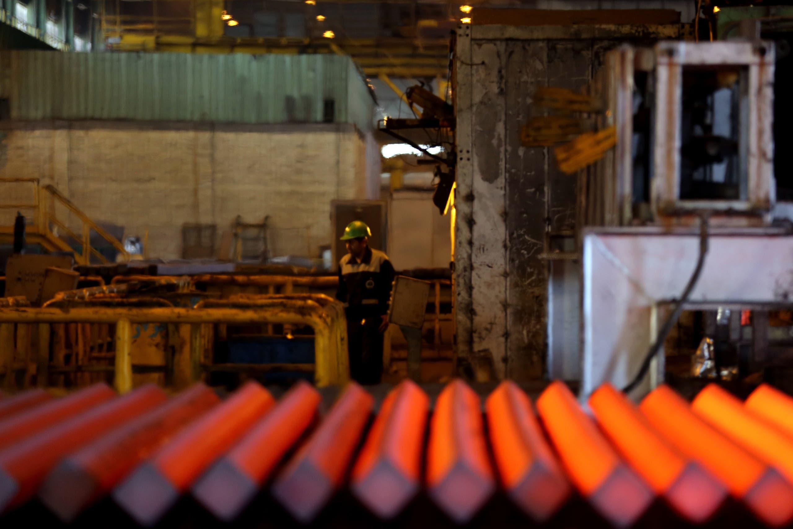 مصنع معادن في إيران(فرانس برس)