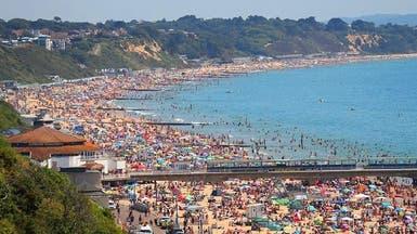 شاهد البريطانيين يستخفون بكورونا ويتكدسون على الشواطئ
