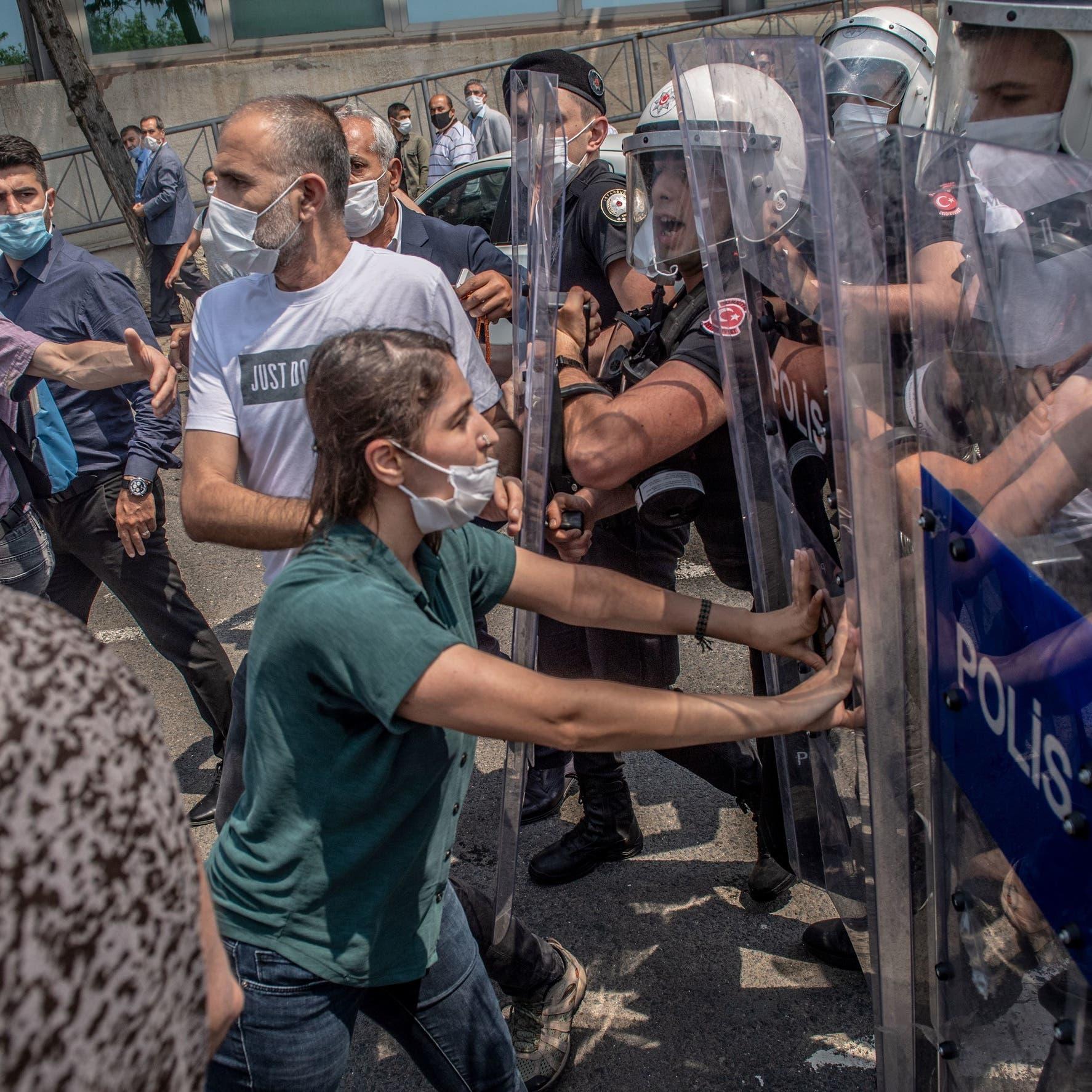 اعتقال المعارضين يتواصل.. توقيف 19 في تركيا